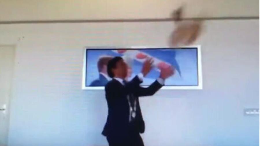 Tjeerd van der Zwan op 1,5 meter herbenoemd als burgemeester van Heerenveen